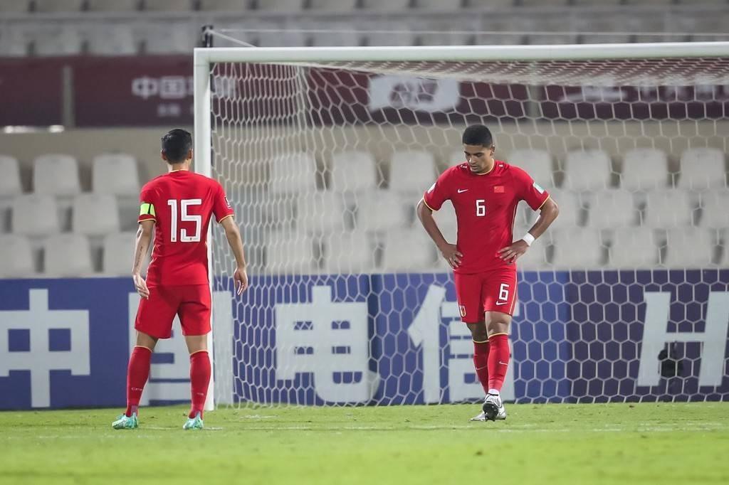 国足4场攻入17球10人破门 中后卫组合出球缓慢急需解决